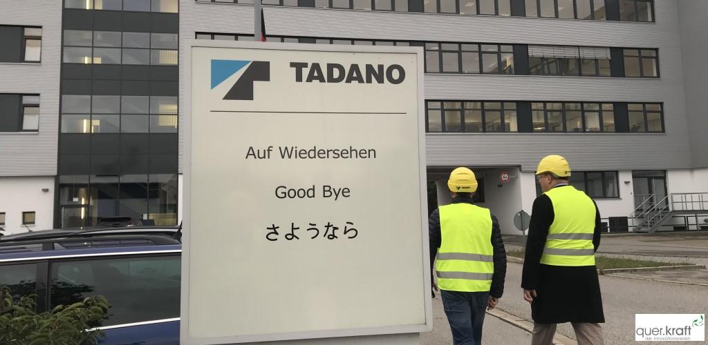 """""""Auf Wiedersehen"""" Schild (mehrsprachig) bei Tadano"""