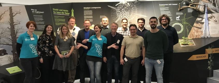 Gruppenfoto Teilnehmer der quer.lesung und Mitarbeiter des Bionicums