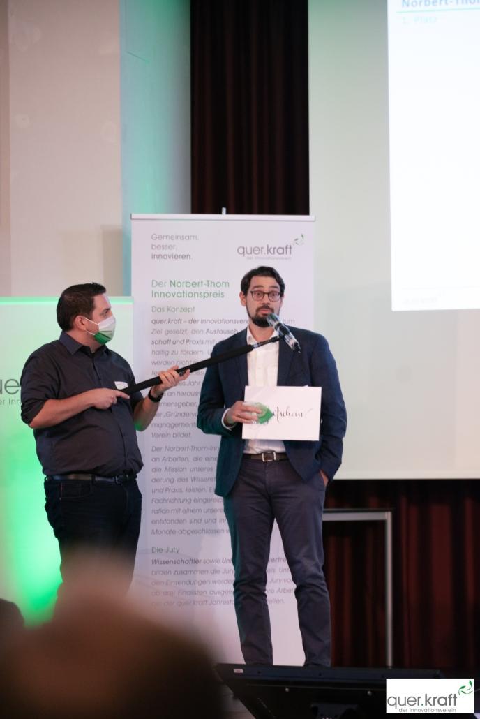 Presiübergabe 1. Platz für den Norbert-Thom-Innovationspresi