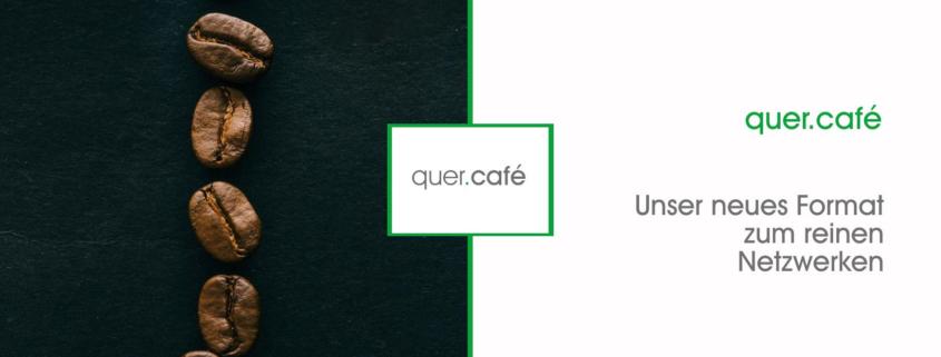 Das Bild zeigt links Kaffebohnen, in der Mitte die Wortmarke quer.café und rechts den Text: quer.café - unser neues Format zum Netzwerken